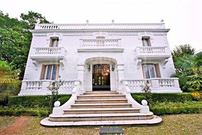 Exclusivité - Vente somptueuse villa / maison de maître avec terrain constructible petit parc proche centre-ville Maisons Laffitte -