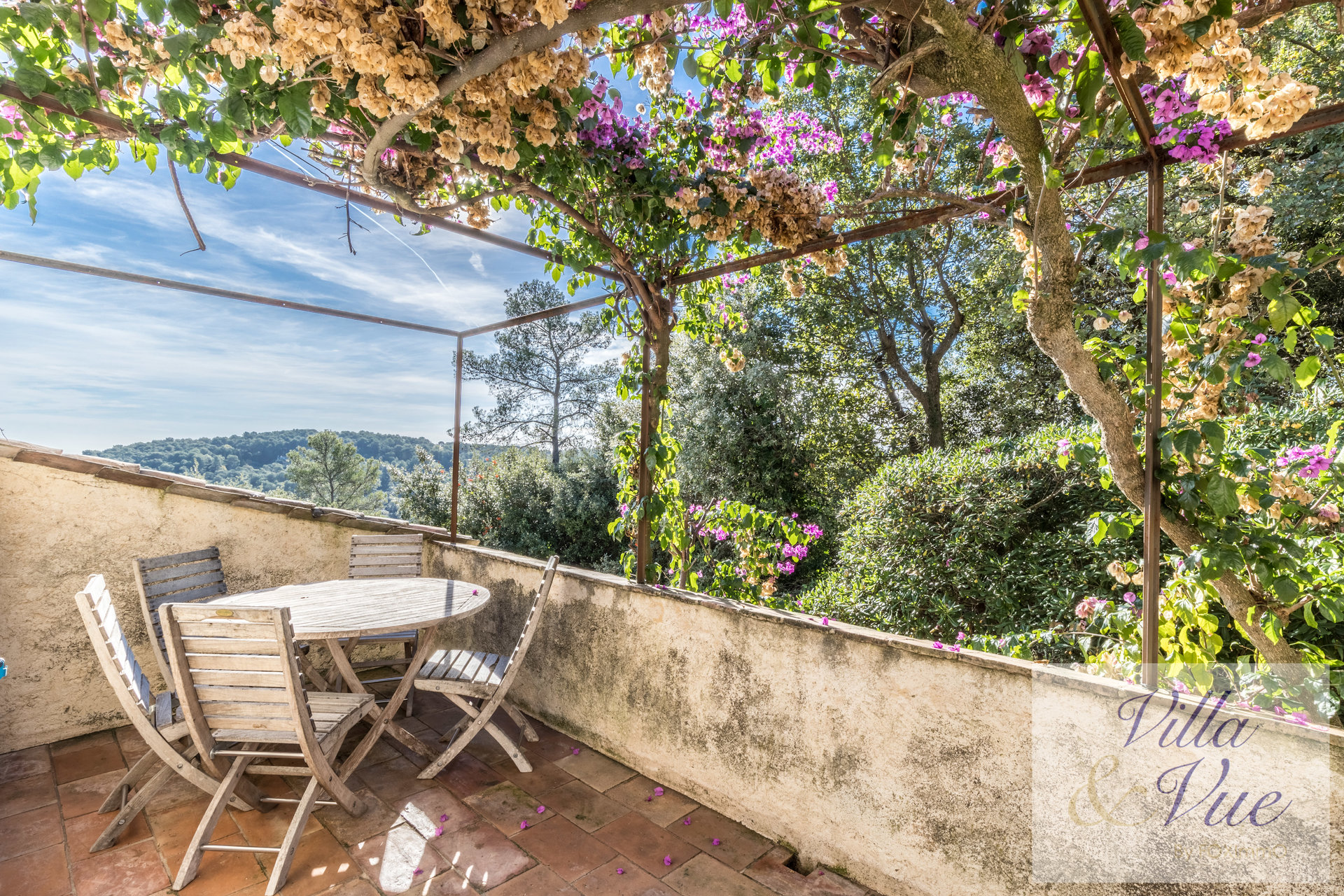 Beautiful typical provencal mansion, quiet area, 6 bedrooms,