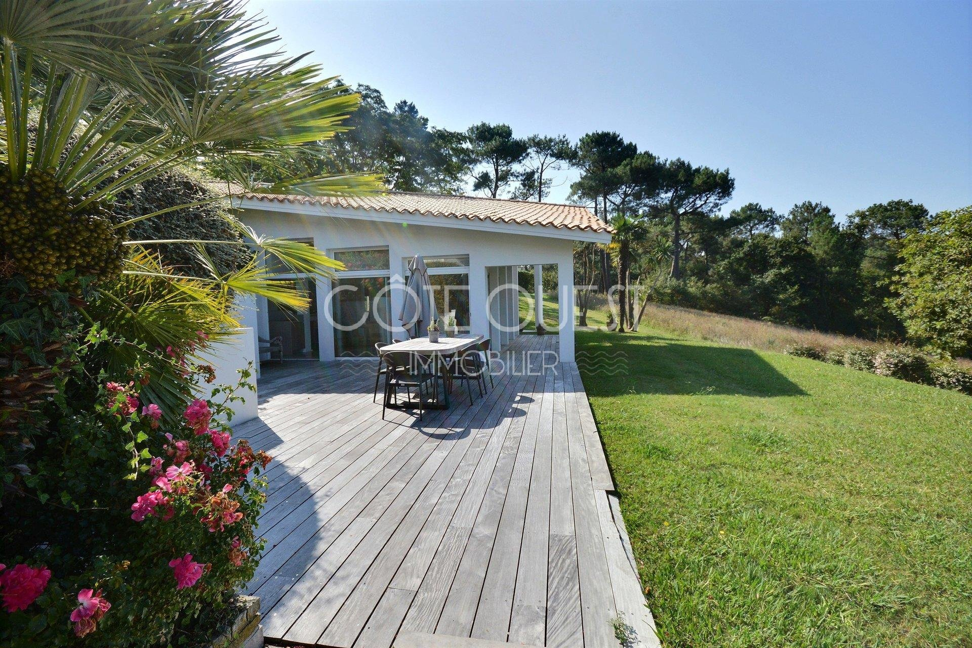 Bidart. A property set in 3.5 hectares with an extensive annex and a swimming pool