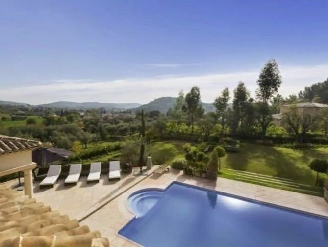 Cannes backcountry - Beautiful traditional villa with landscaped garden