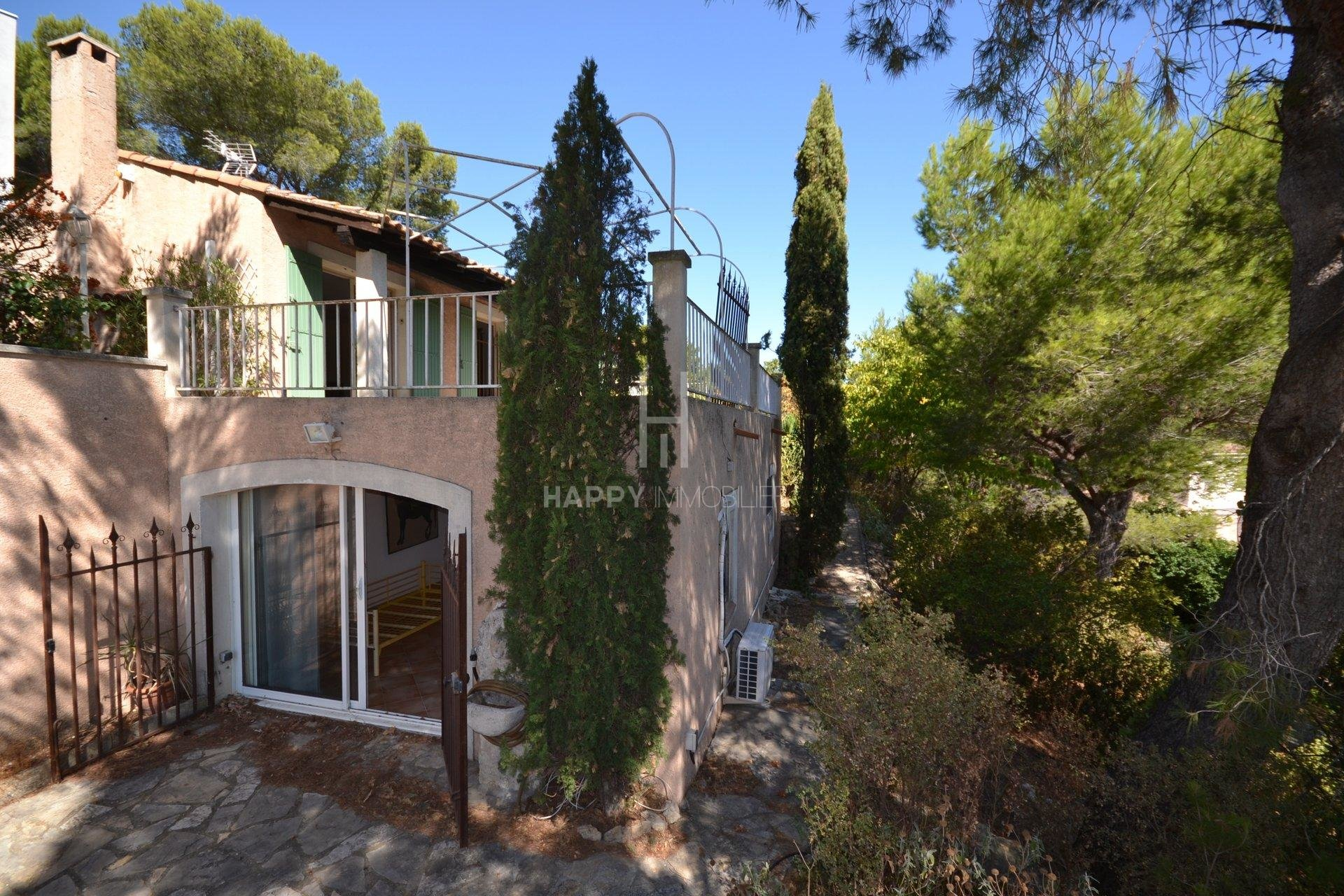 A house with view of the Alpilles in Paradou