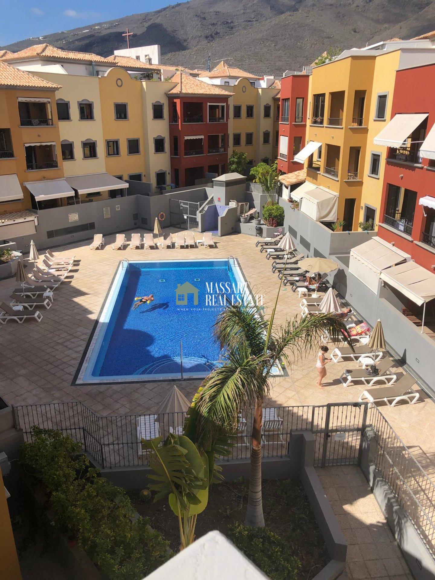 In vendita nel noto comune di Adeje, appartamento centrale situato nel complesso residenziale El Torreon.