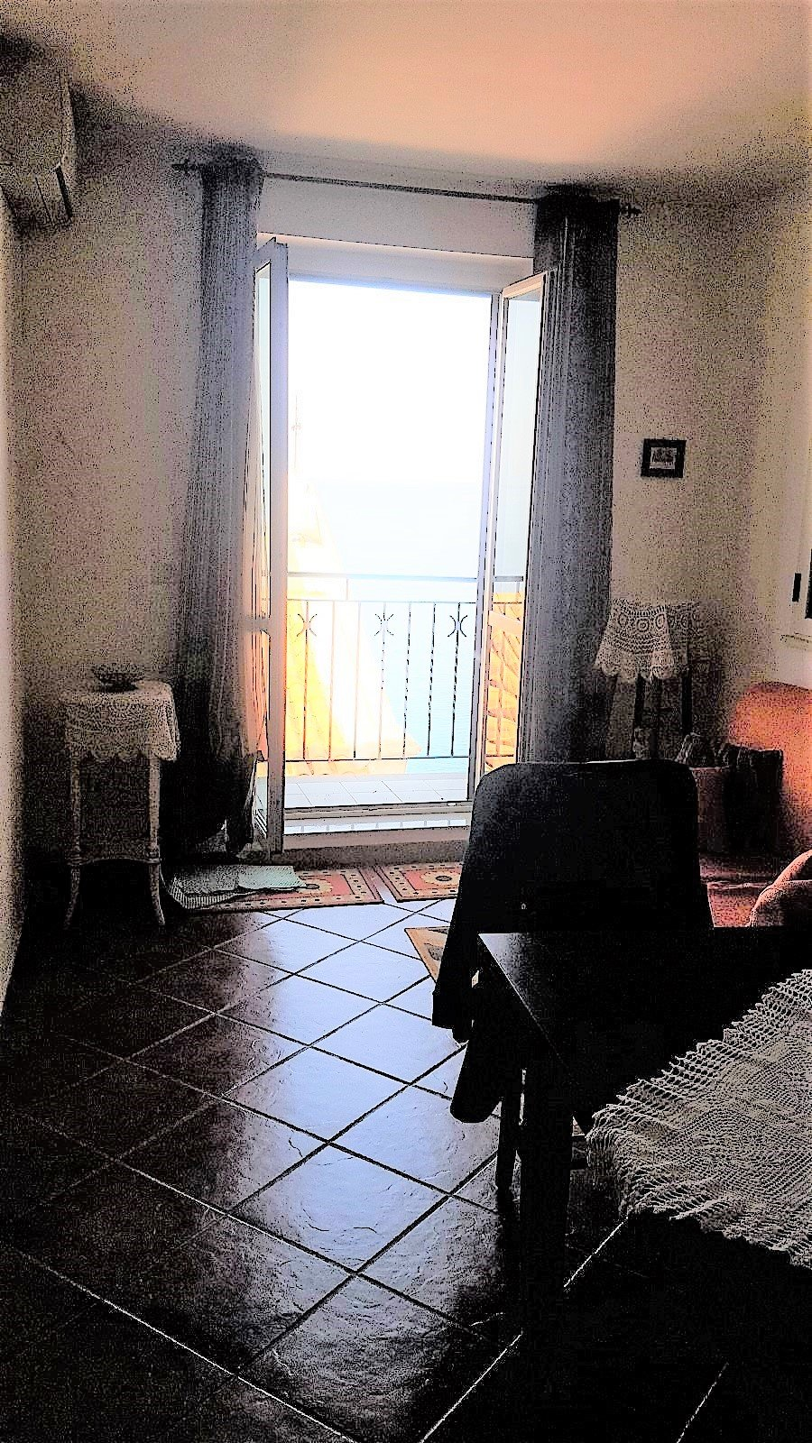 2 bedroom apartment by the piazza - sea views