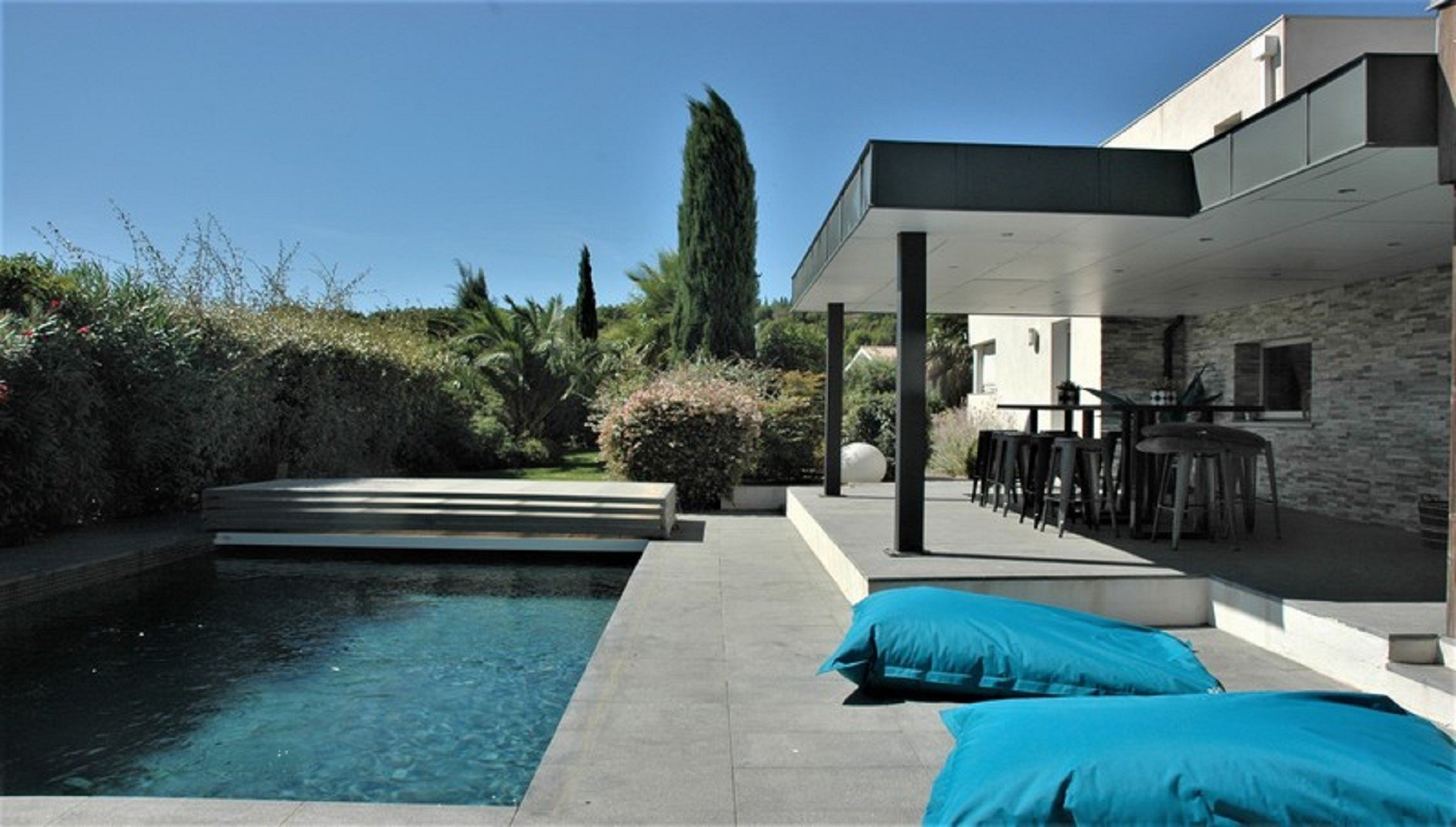 Modern contemporary with garden and pool in Narbonne