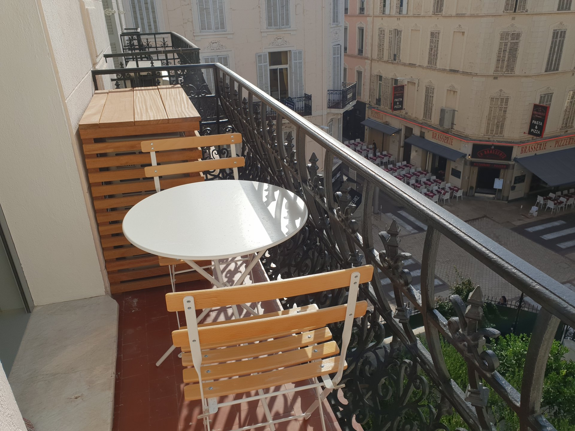 Congress rentals superb 2 bedroom in center of Cannes 200m from the Palais.