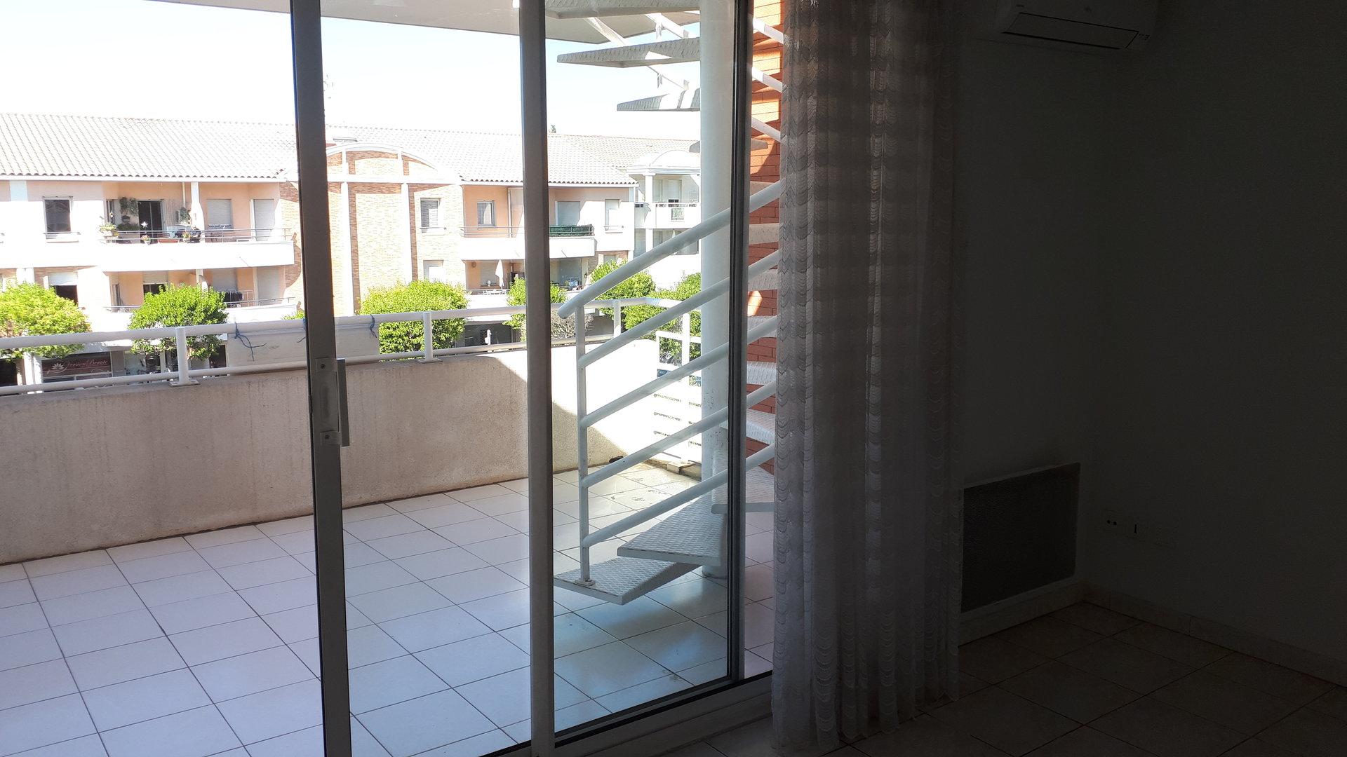 Grand T2  de 51 m2  avec terrasses centre du village