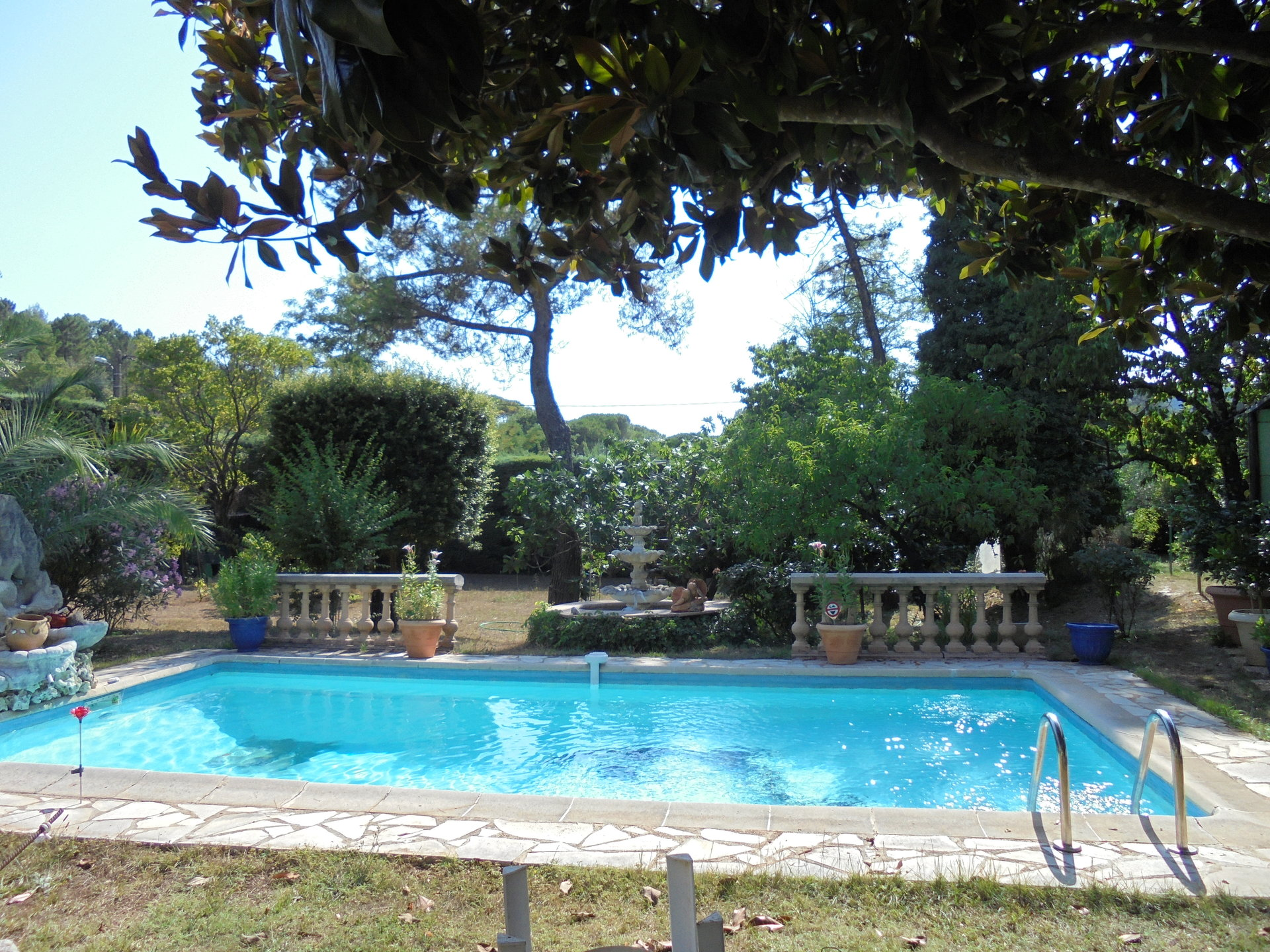Le  TIGNET,  Maison 5 Pièces, plain-pied, terrain, piscine, garages
