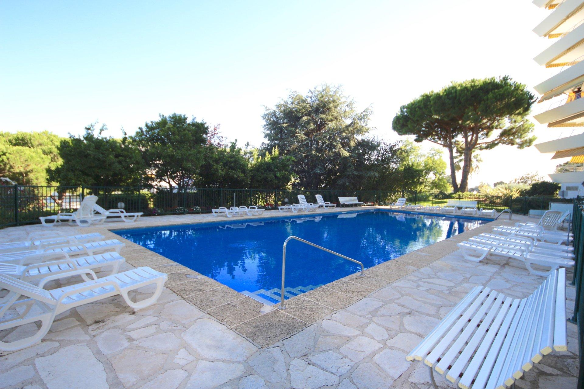 Cannes low Croix des Gardes, 2 bedrooms apartment , 74 sqm with sea view