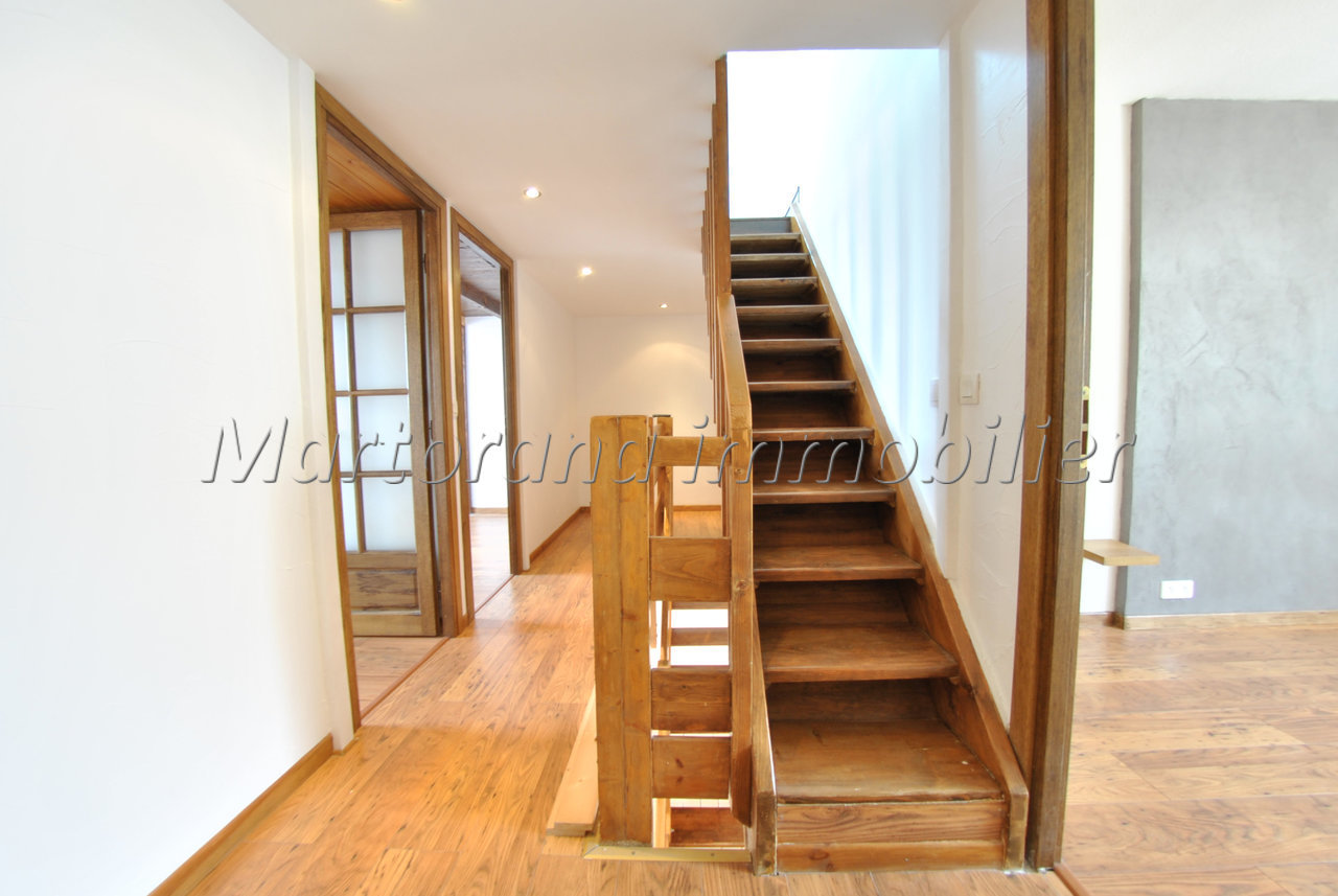 Bright Triplex 5-room apartment with clear view and terrace and garage in the basement.