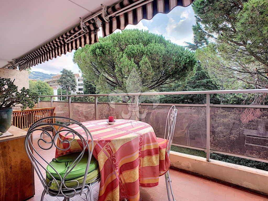 Cannes - Prince de Galles : 2 pièces avec terrasse à louer meublé