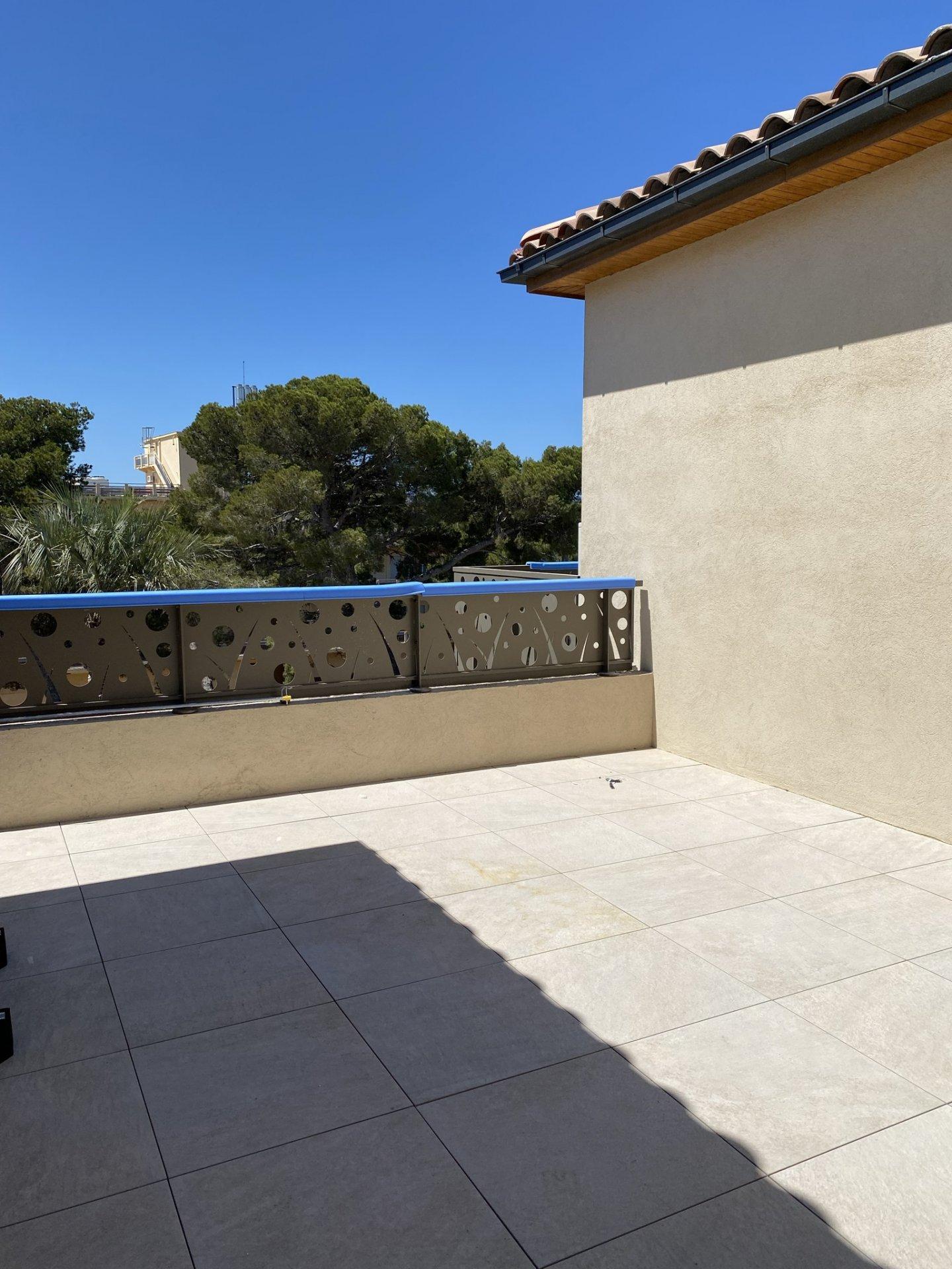 Livraison immédiate : Villa sur le toit à Giens (programme neuf)