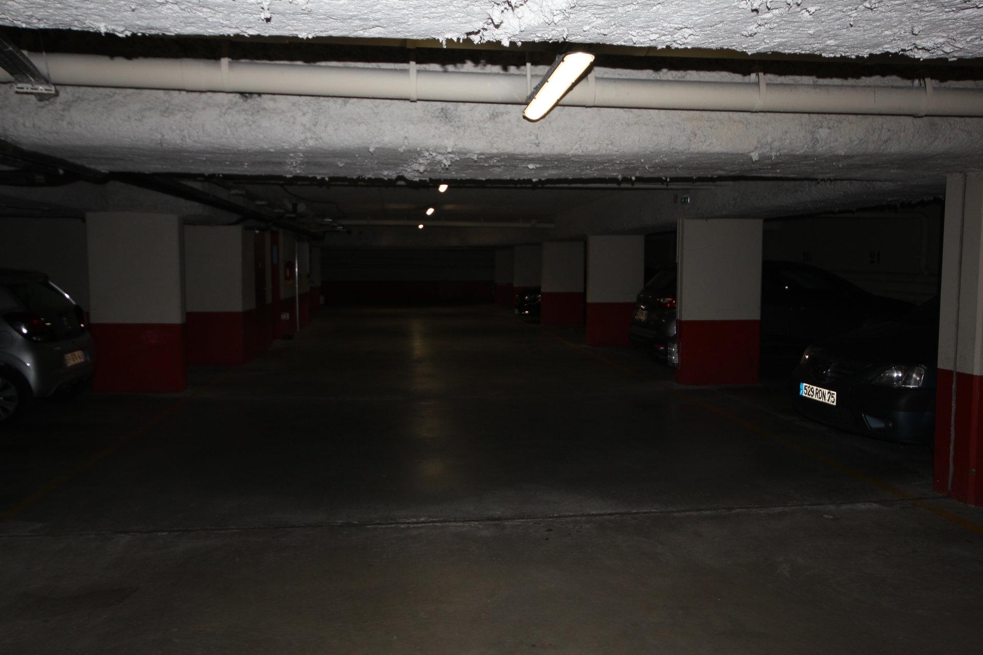 Grand Parking 13,4 m2  Rue de Vouillé