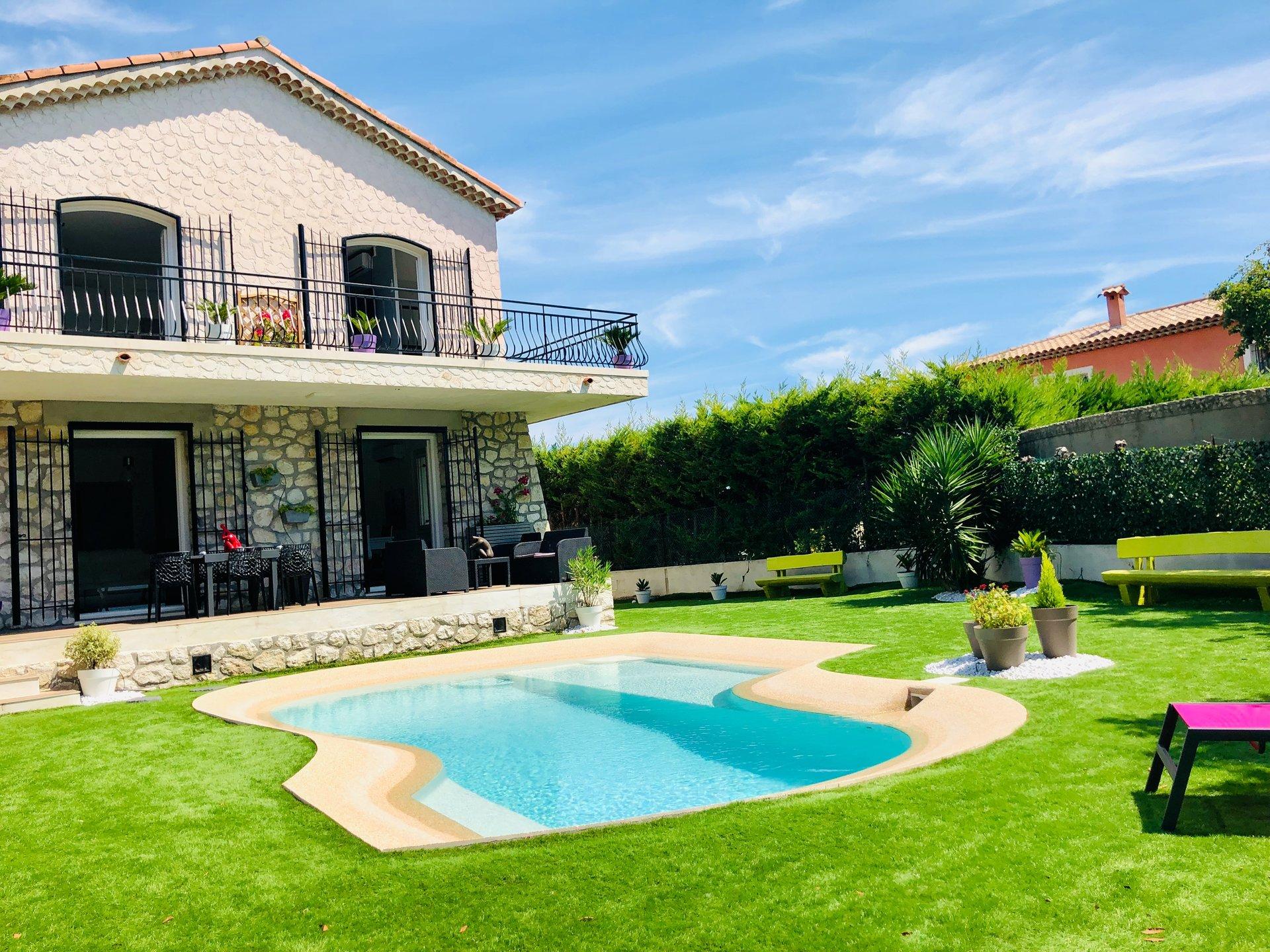Villa 7 pièces Cagnes sur Mer  Piscine intérieur et extérieur calme