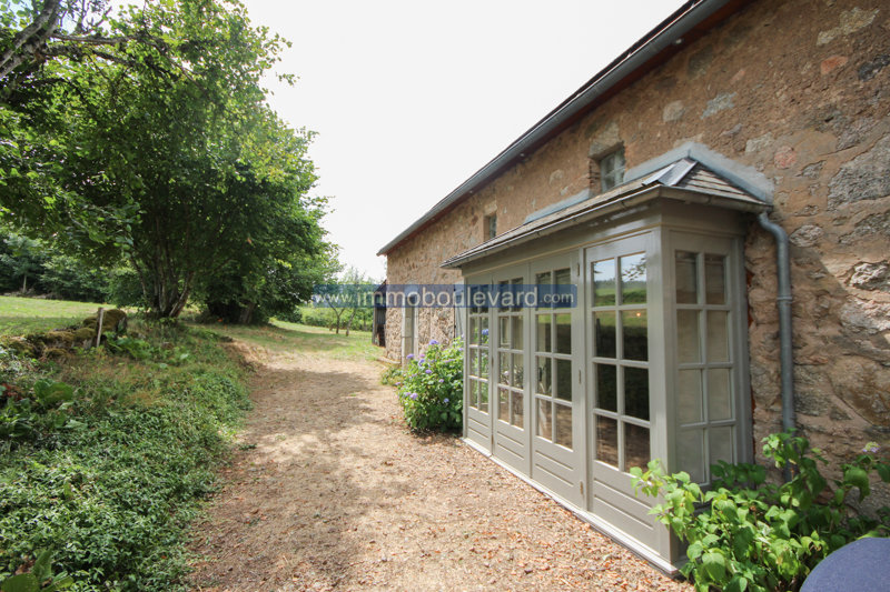 UNDER OFFER Renovated farmhouse in the Morvan with 3,7acres, Corancy