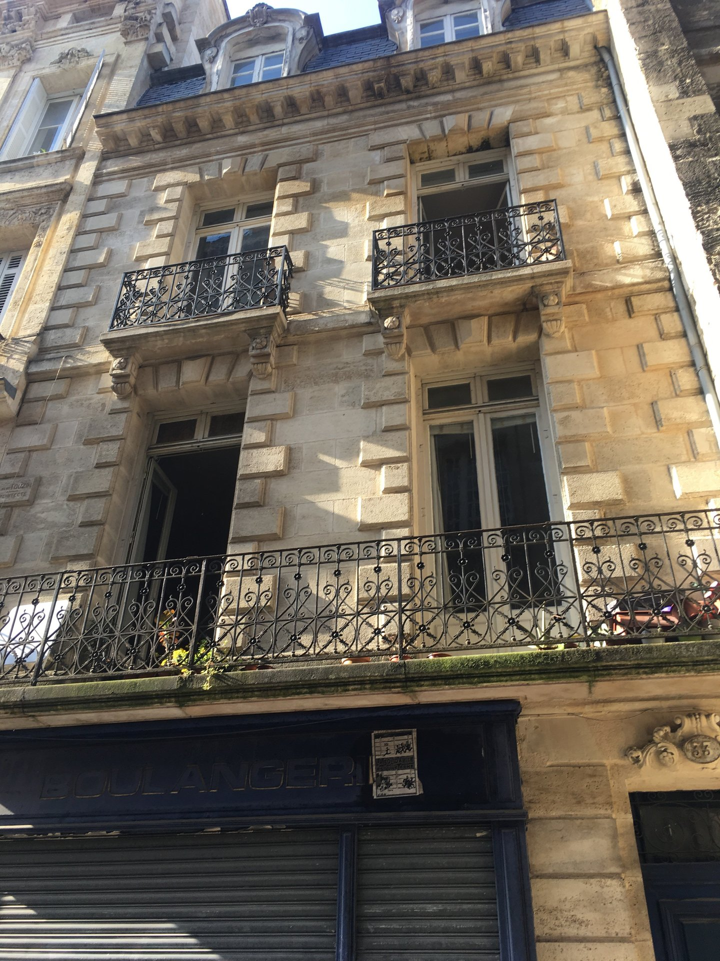VENDU EXCLUSIVITE BORDEAUX ST PIERRE-LOCAL COMMERCIAL-106 M2-CAVE 30 M2