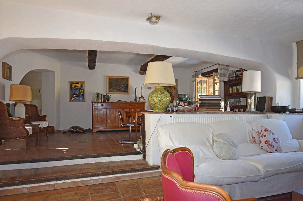 Stone property, 4 bedrooms for sale - Opio