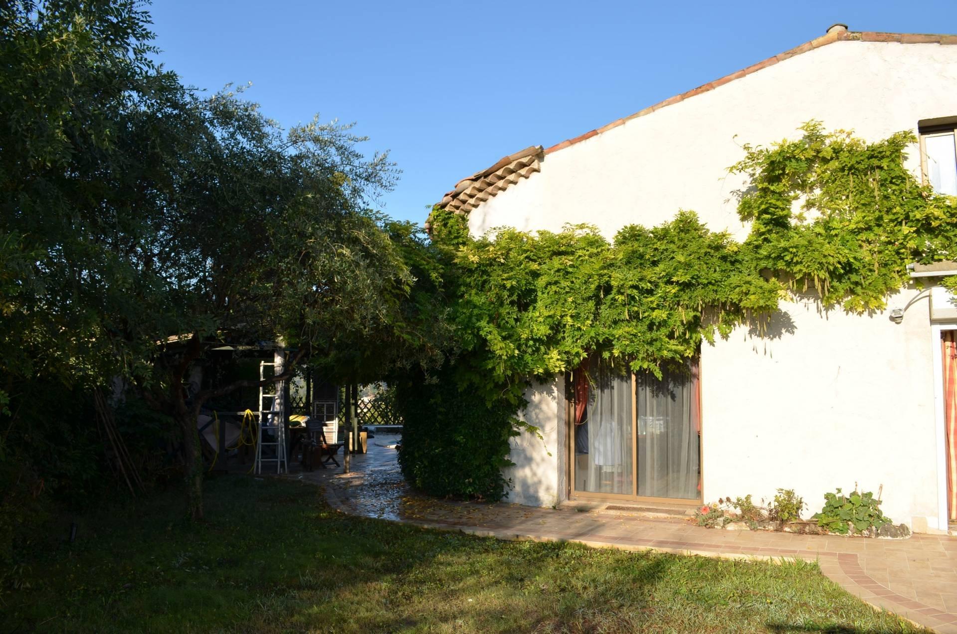 Villa quatre chambres piscine vue dégagée