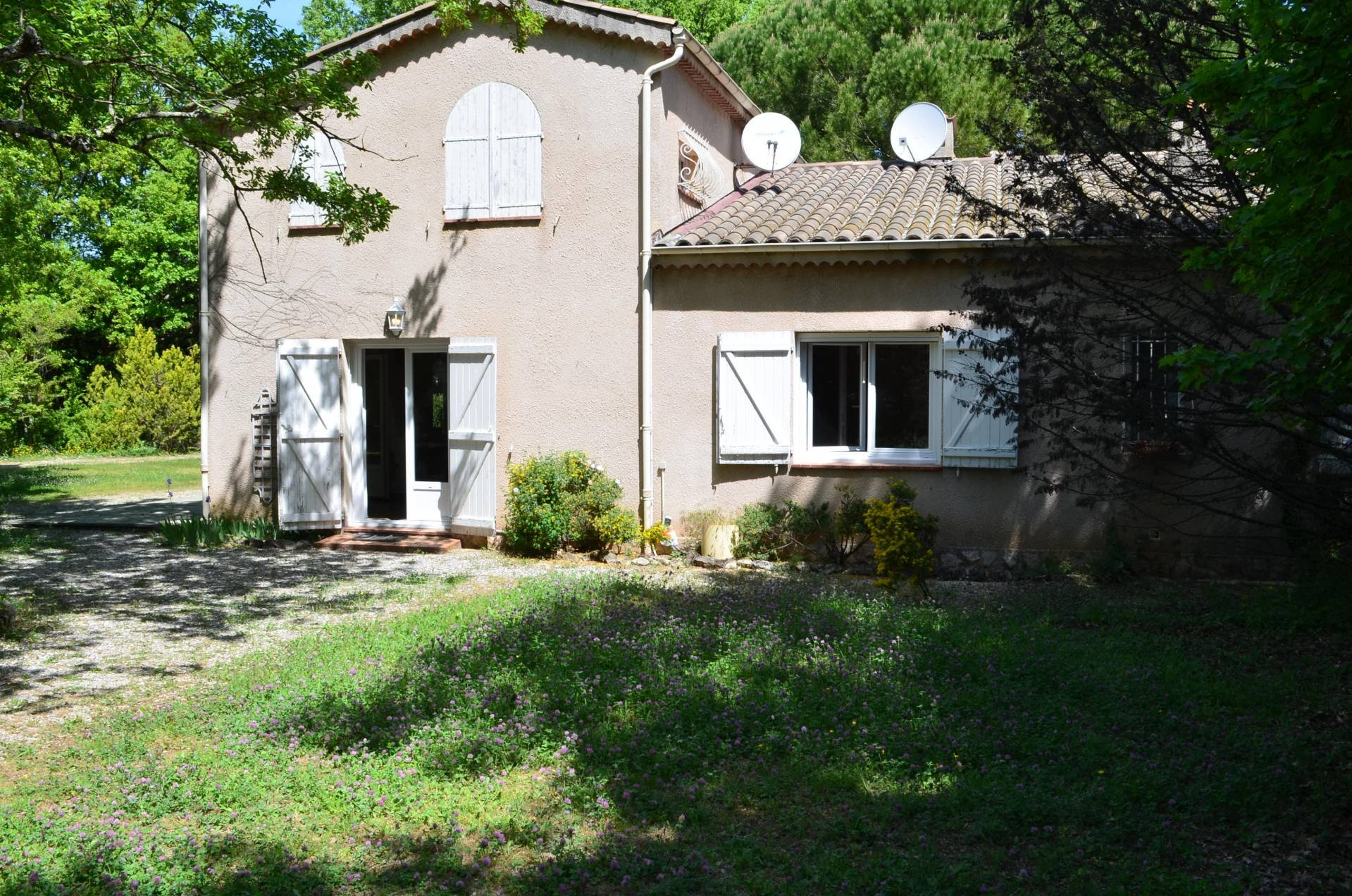 Villa with 5 bedrooms, 1800m² of land