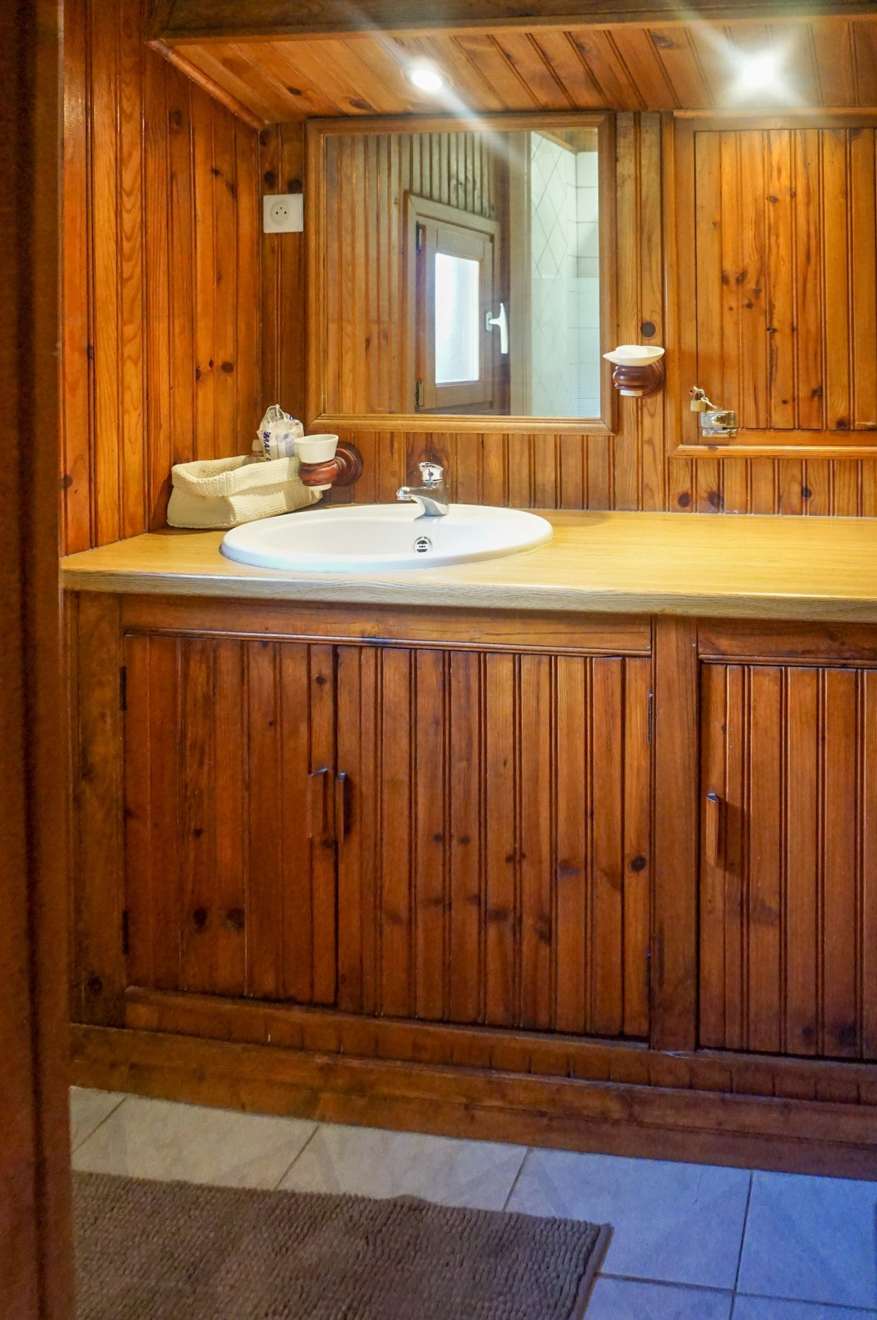 Beautiful chalet with wood, individual 6 rooms, in CAILLE / LA MOULIERE