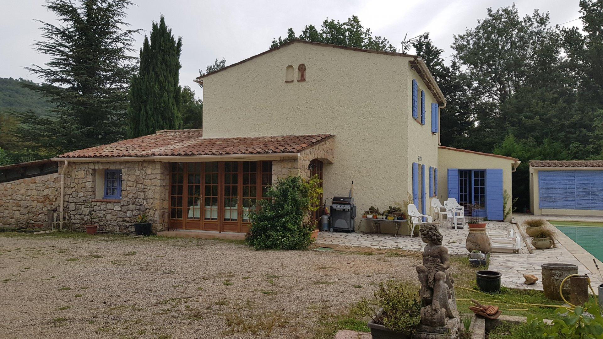 Villa 5 pièces, piscine, jacuzzi, 1856m² terrain SAINT CEZAIRE SUR SIAGNE
