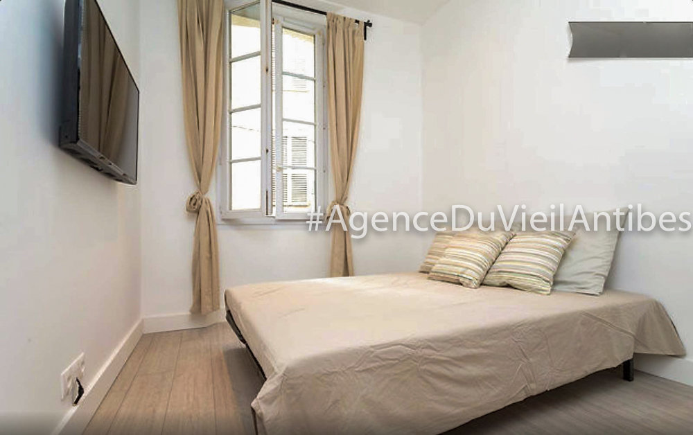 OLD TOWN 2 BEDROOMS 37 m2  ANTIBES