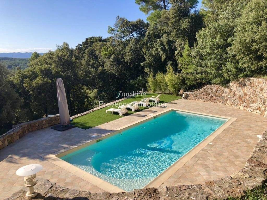 Stunning views, villa with 4 bedrooms and studio.