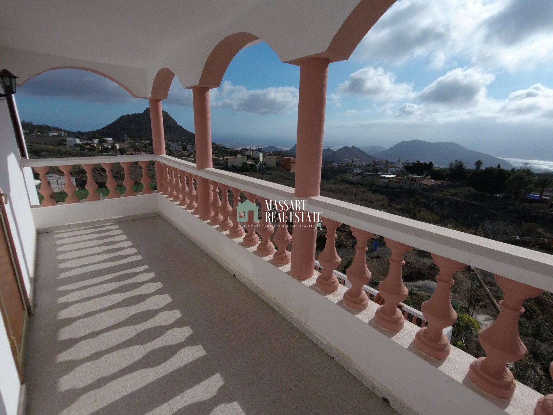 For sale in Valle San Lorenzo, independent villa located in an area where tranquility reigns.