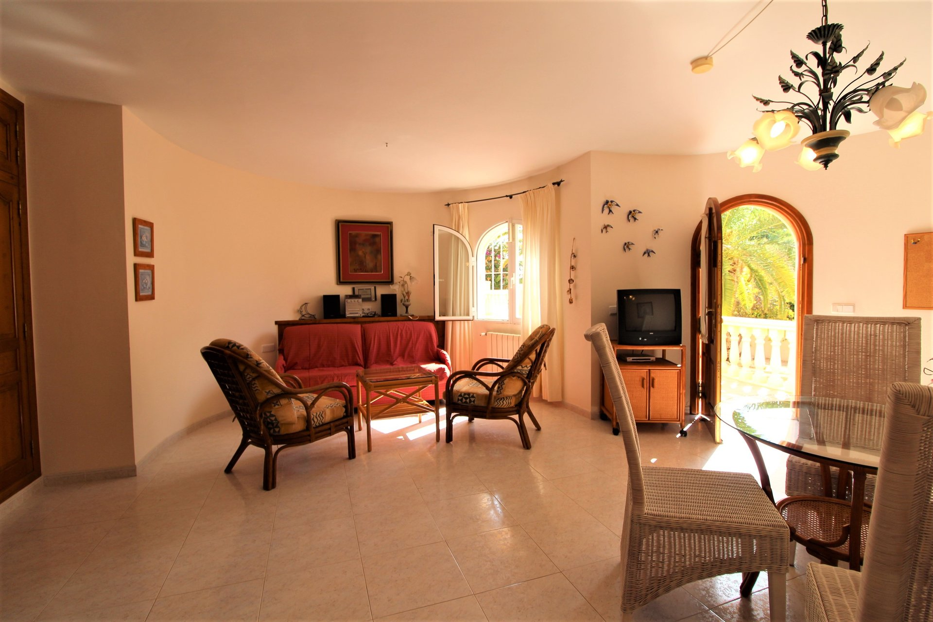 Beautiful and spacious villa with complete privacy in green surroundings