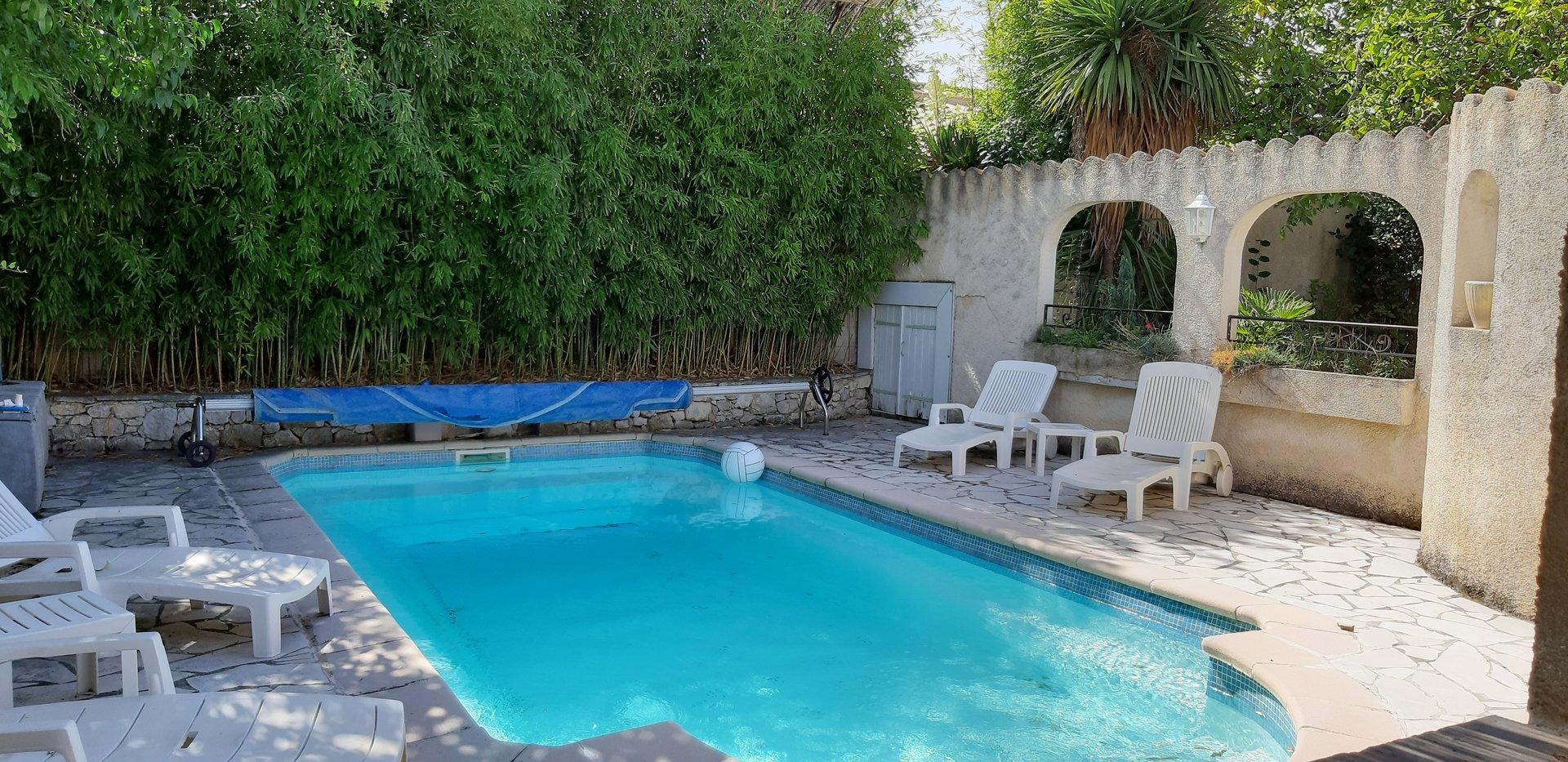 Villa 4 chambres avec piscine sécurisée