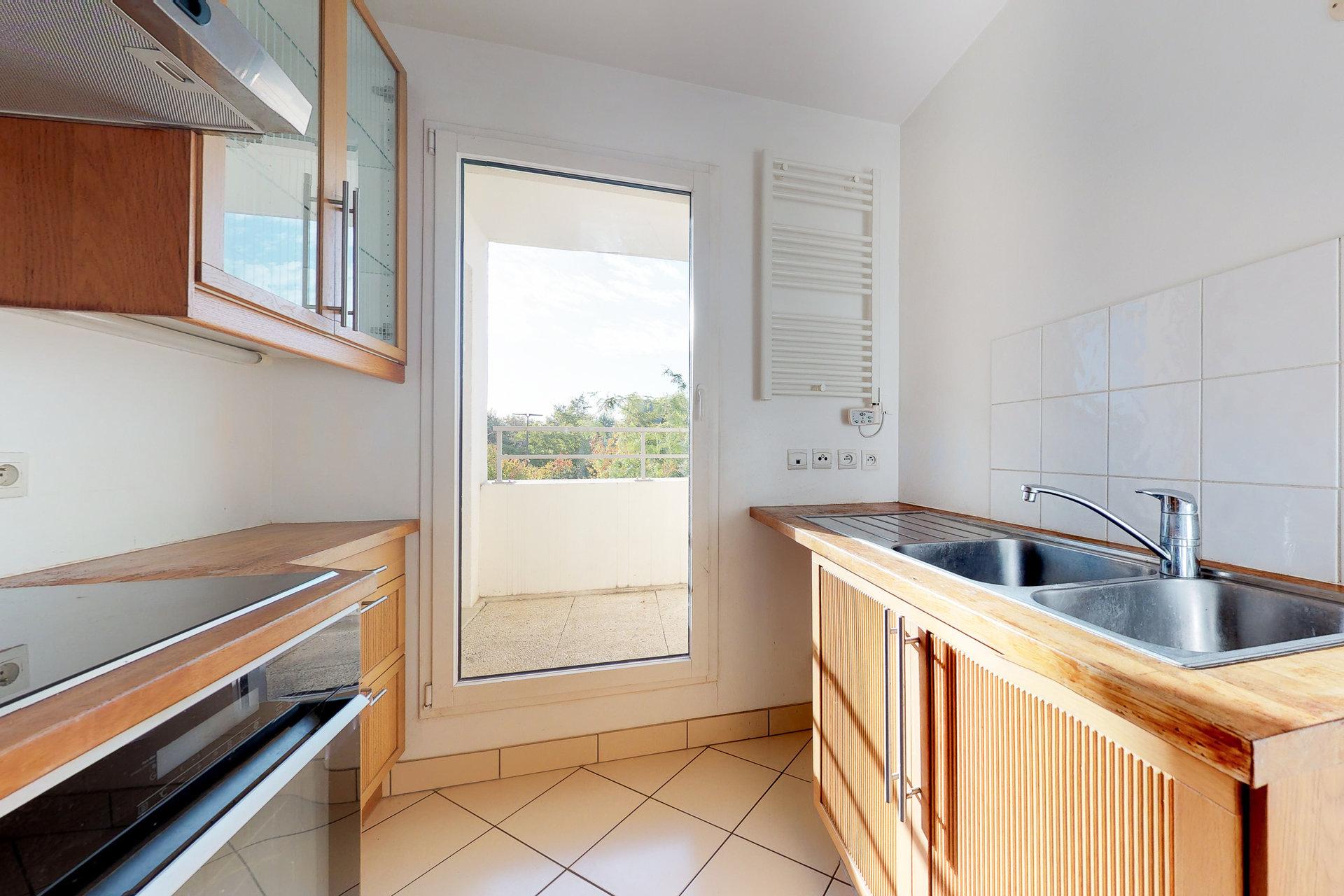 Appartement 69 m2, deux chambres, balcon, belle résidence récente