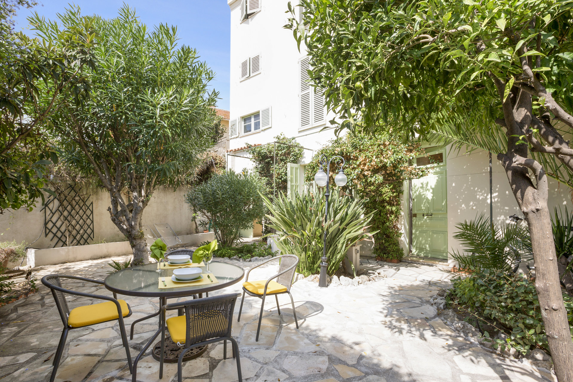 3 bed Apartment/villa with garden terrace in the heart of the Suquet - Cannes