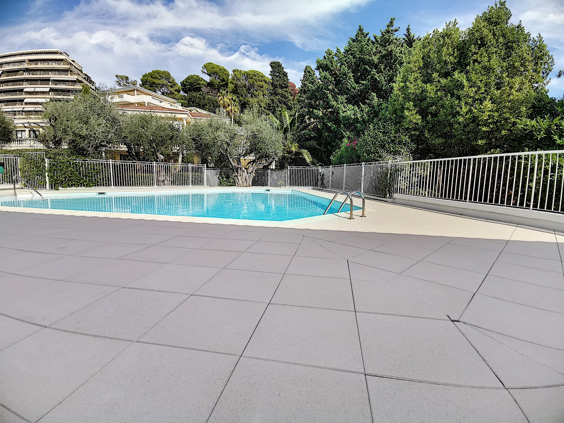 Cannes Oxford, Nice 1 bedroom appartmen duplex in satnding residence with swimming pool