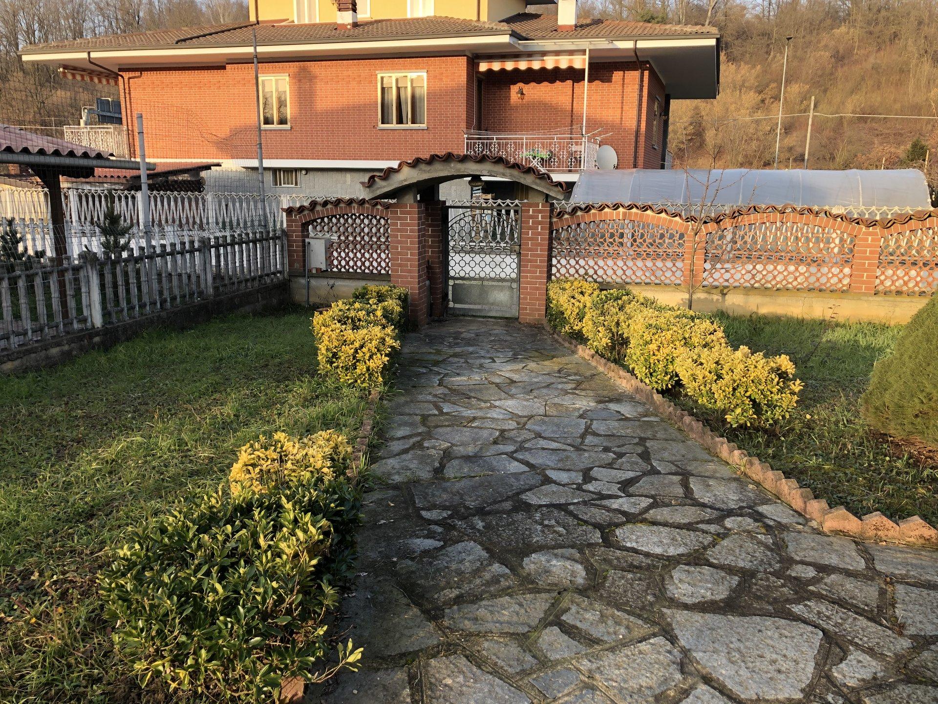 Villa su 4 lati comoda a Sommariva Perno