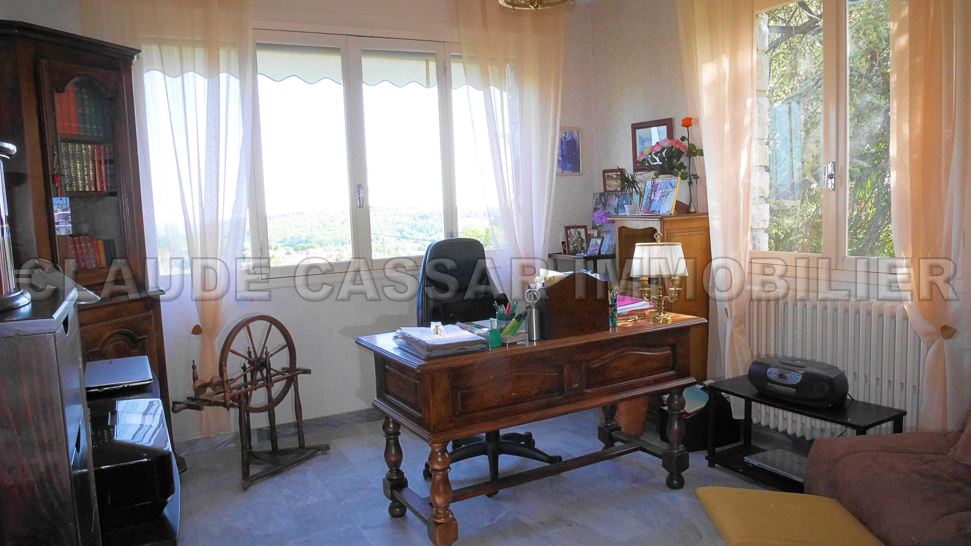 Villa consisting of two apartments with lovely view of the sea !