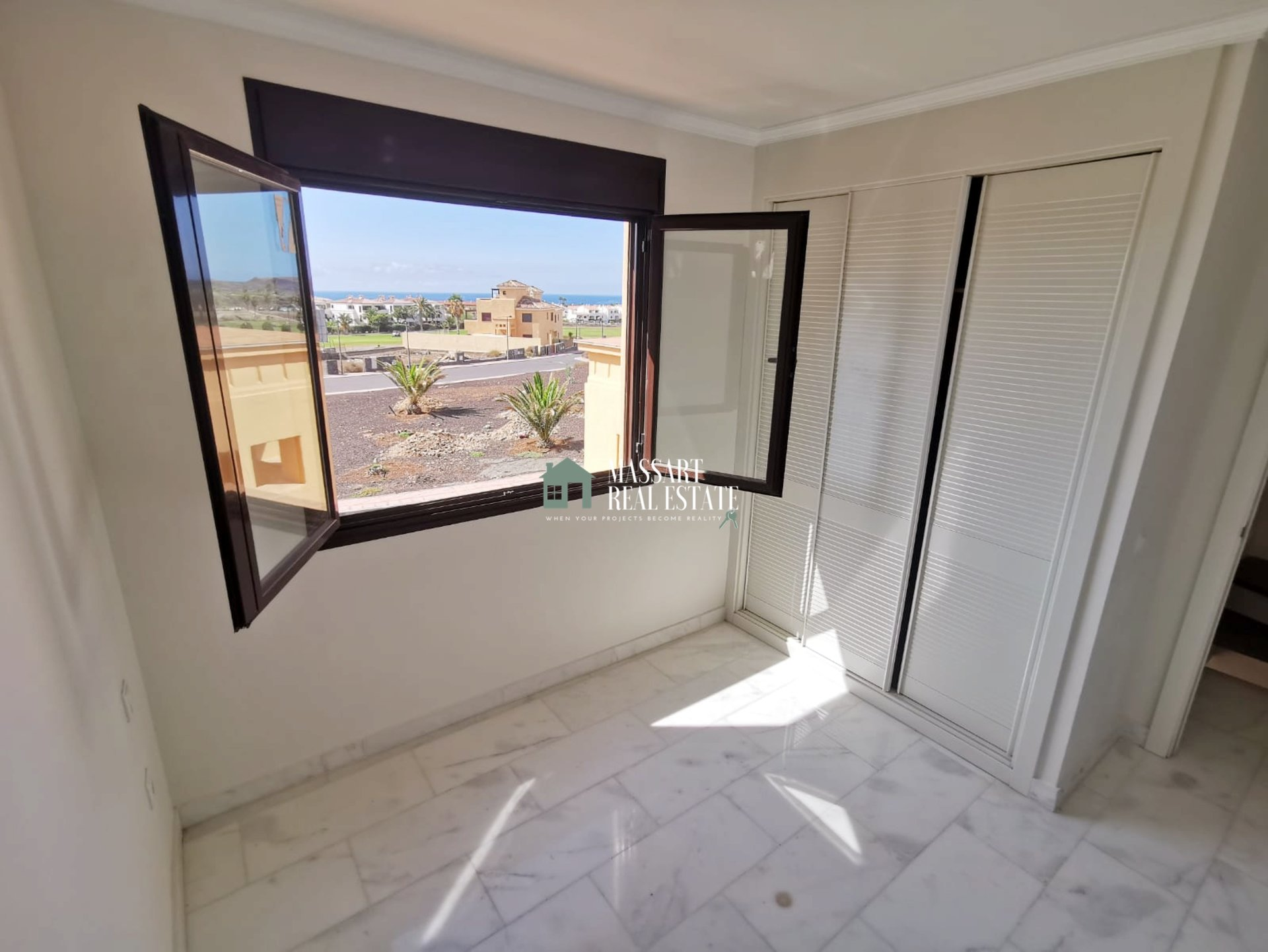 Luxury villa distributed on two floors in the quiet area of ​​Amarilla Golf.