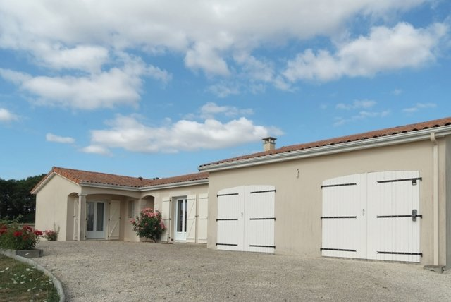 One level house on 1Ha land, near Chatain, region Vienne