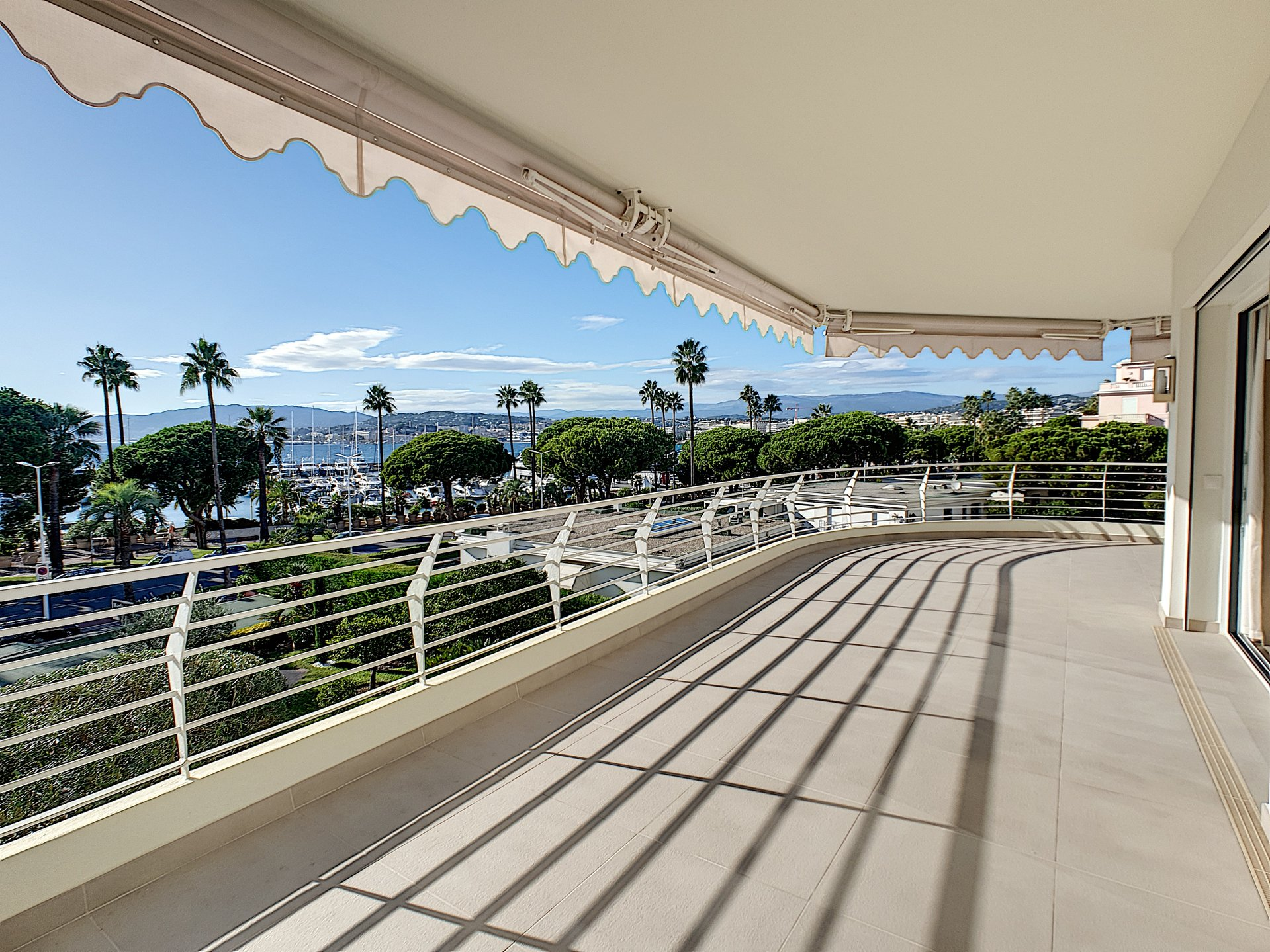 Luxurious property for sale in Cannes Croisette with sea view