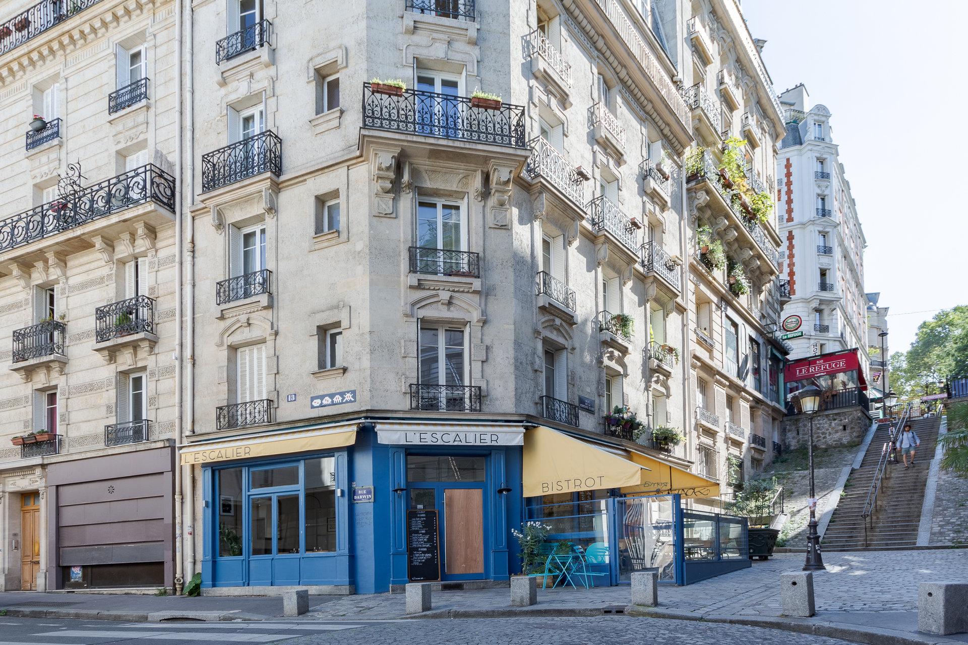 Paris - XVIII ème - FONTAINE DU BUT - M° Lamarck - Caulaincourt - 3 PIÈCES EN ÉTOILE  - TRAVERSANT