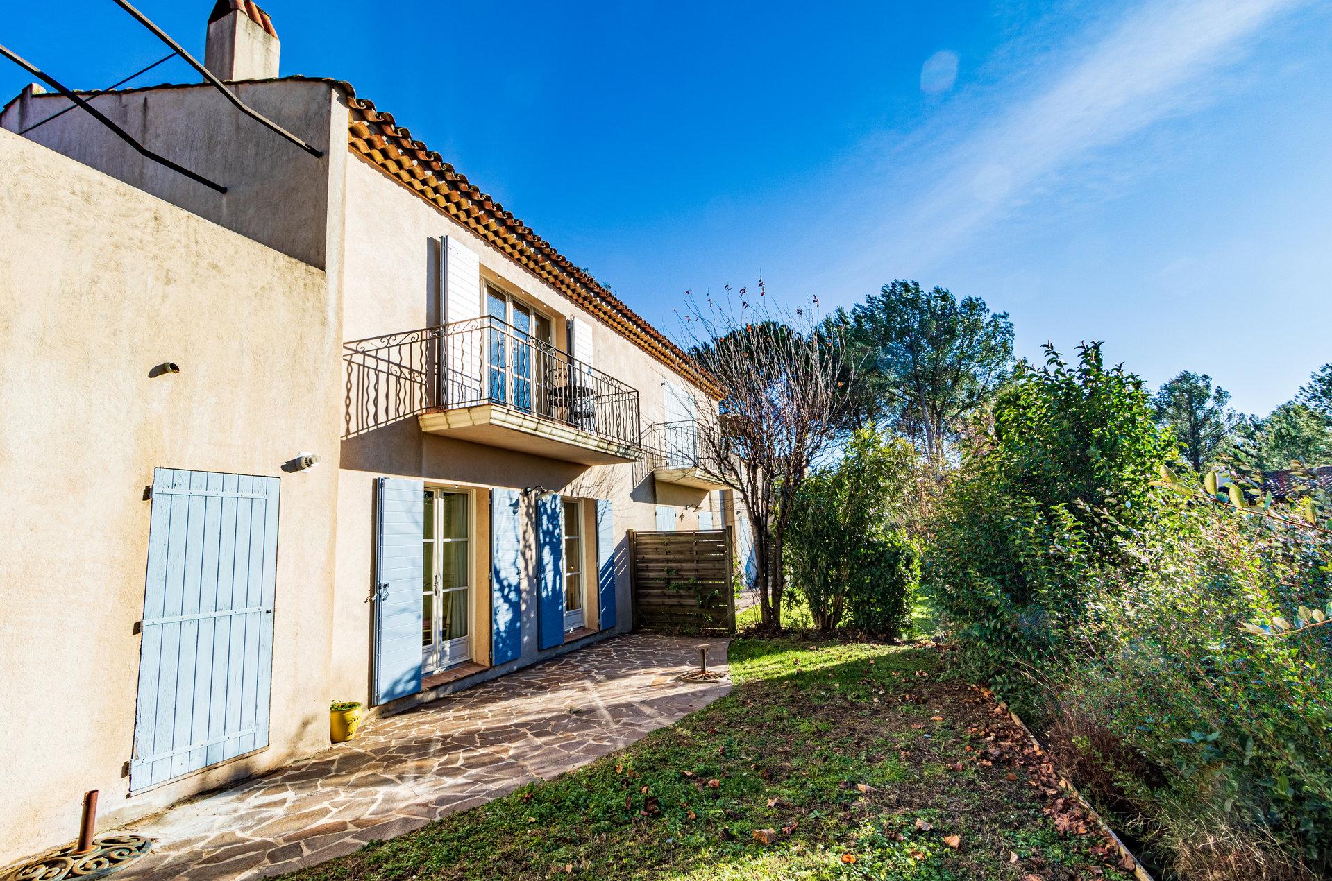 Lovely villa 2 bedrooms, 2 bathrooms, garage, Domaine St Endréol Golf resort in La Motte