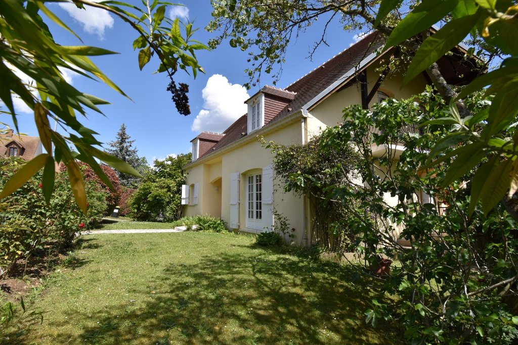 MAISON TRADITIONNELLE - IDEALEMENT  SITUEE - TERRAIN ENV.768M2