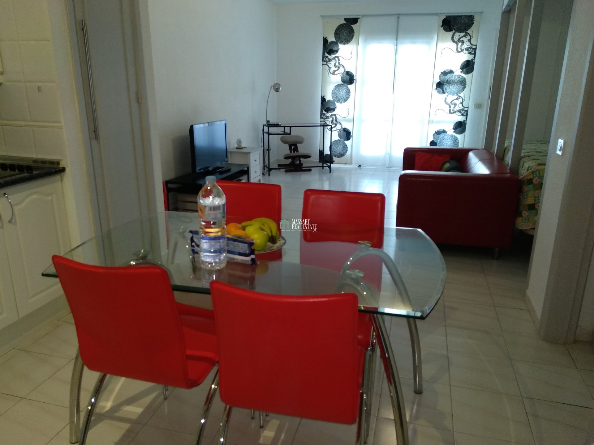 For SALE in the Port Royale complex (Los Cristianos), large studio of 50 m2 with a very good distribution.