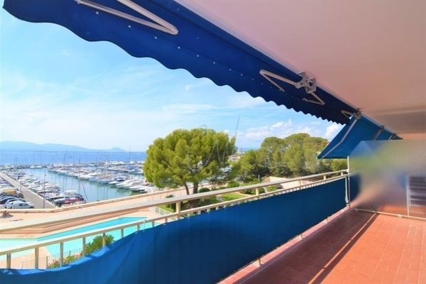SEA VIEW 3/4 ROOMS APARTMENT AT SAINT RAPHAEL