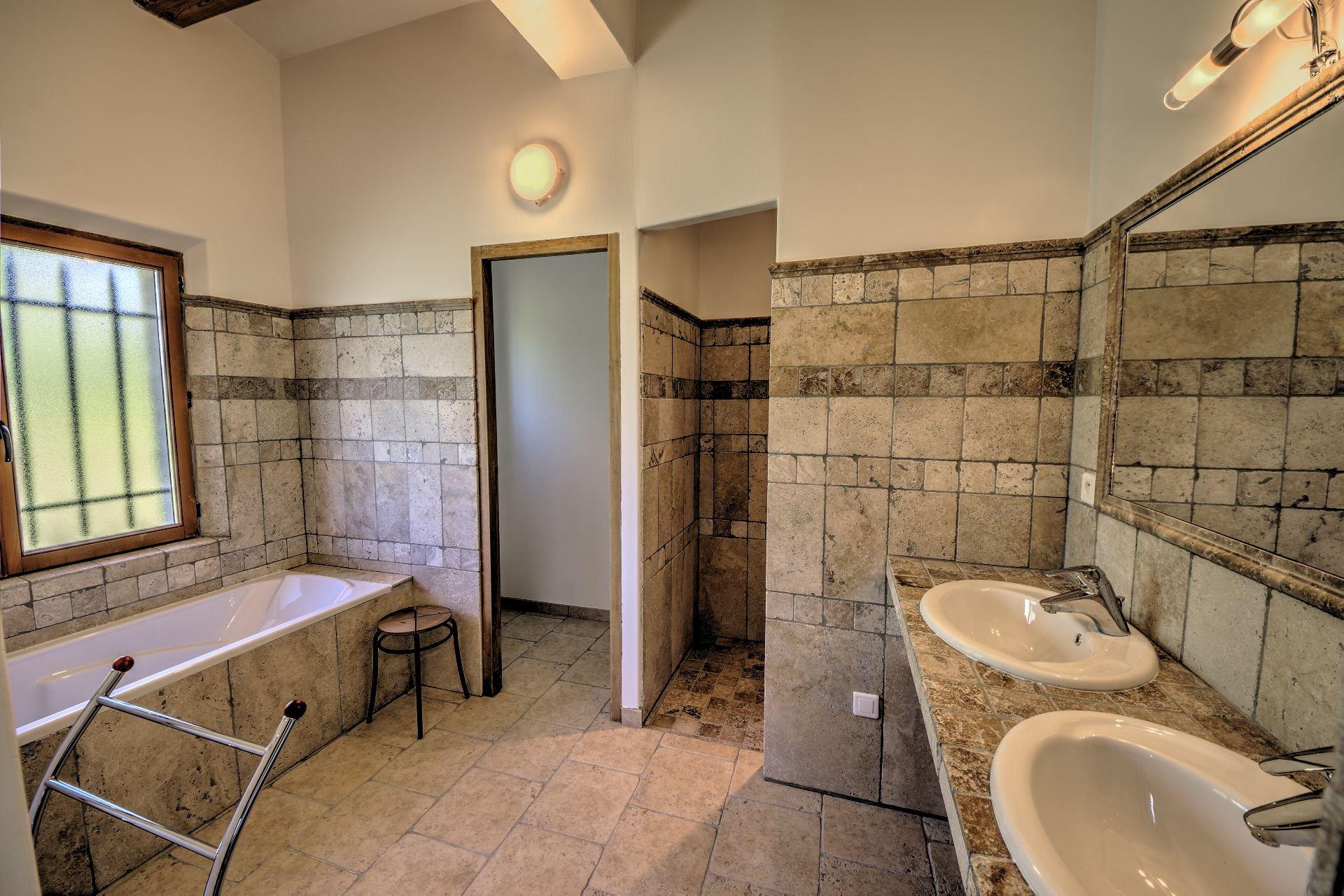 Salle de bains 1 Maison hautes performances énergétique baudinard, verdon, var, provence