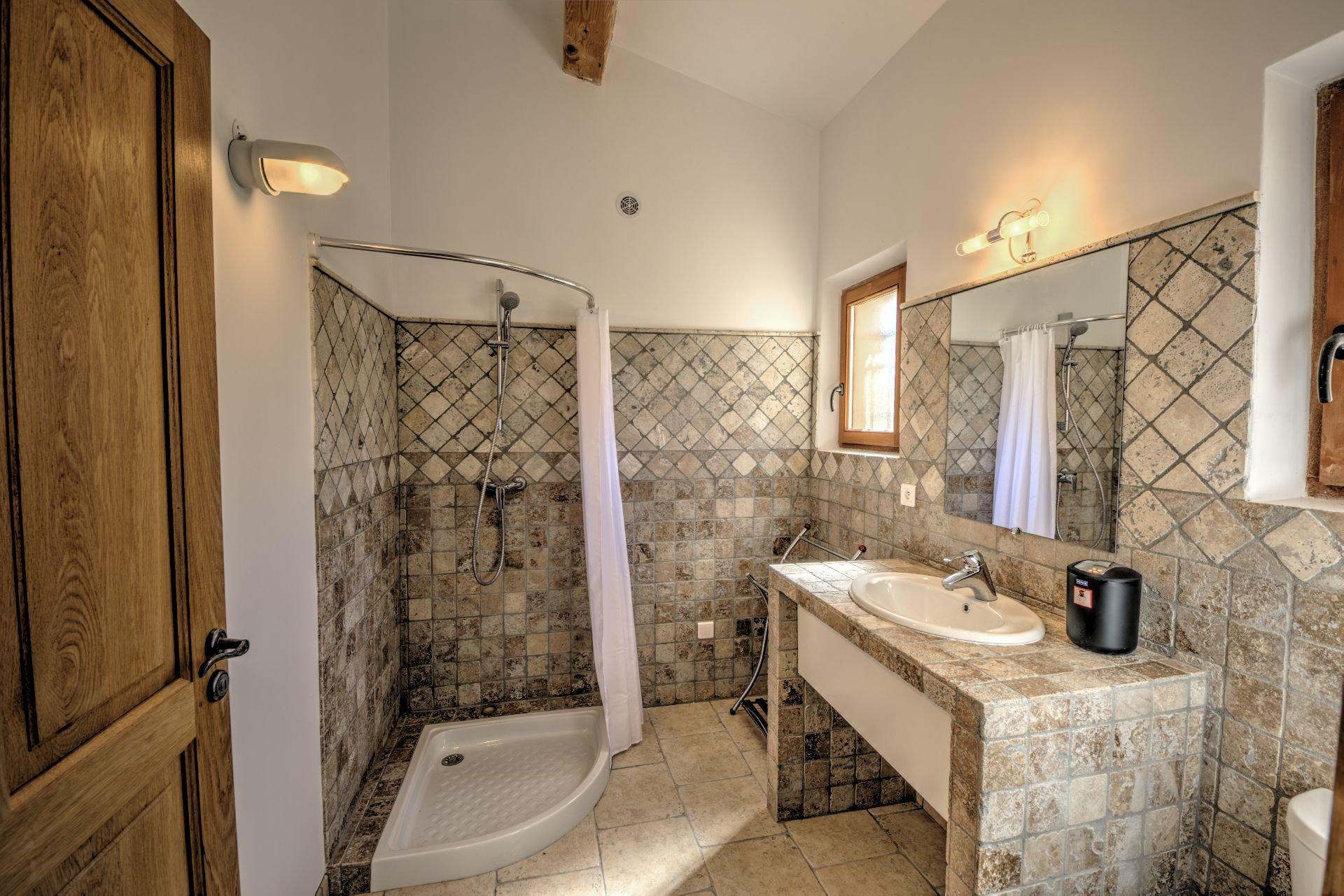 Salle de douche Maison hautes performances énergétique baudinard, verdon, var, provence