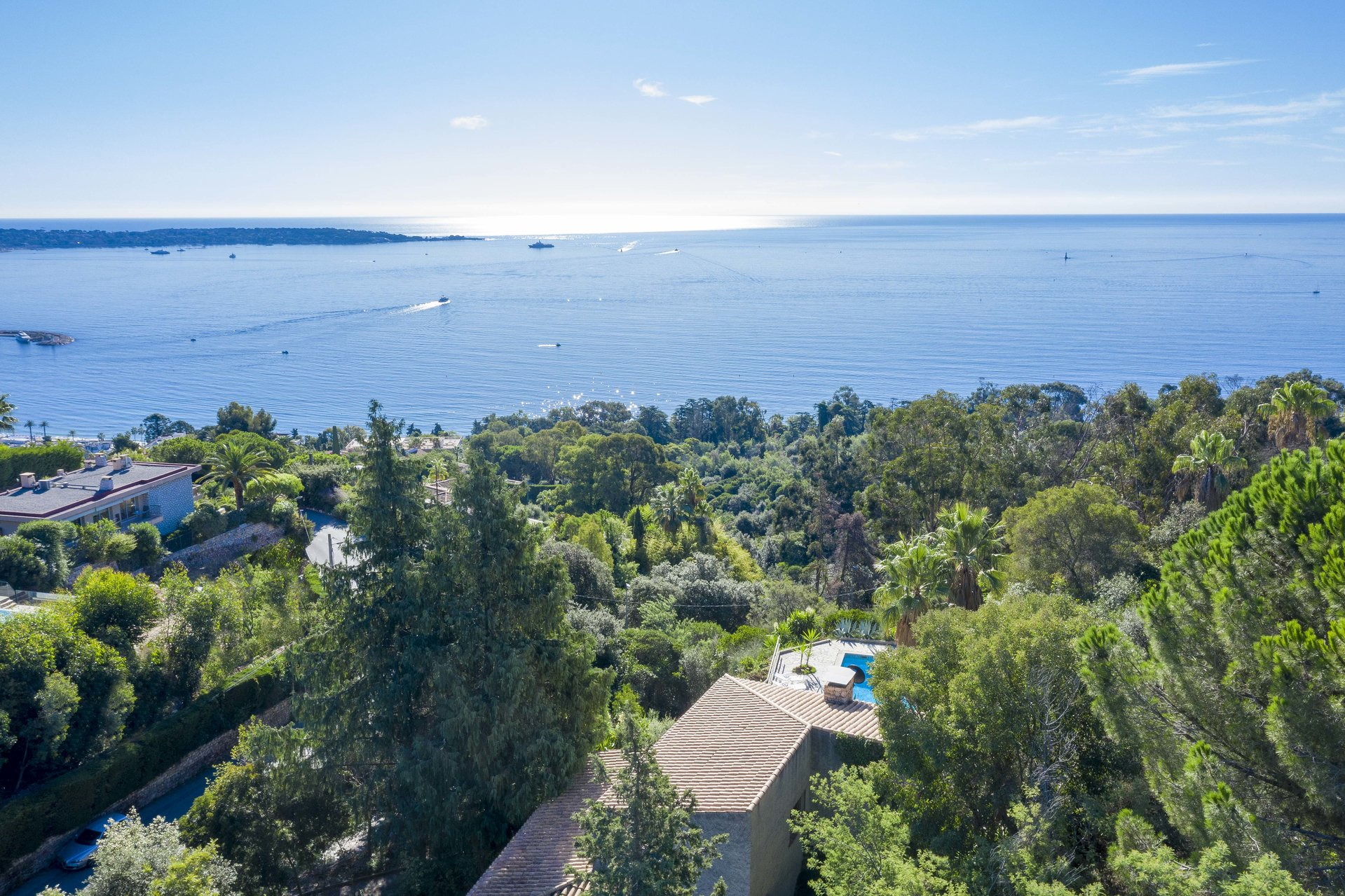 SUPER CANNES - LARGE VILLA - PANORAMIC SEA VIEW
