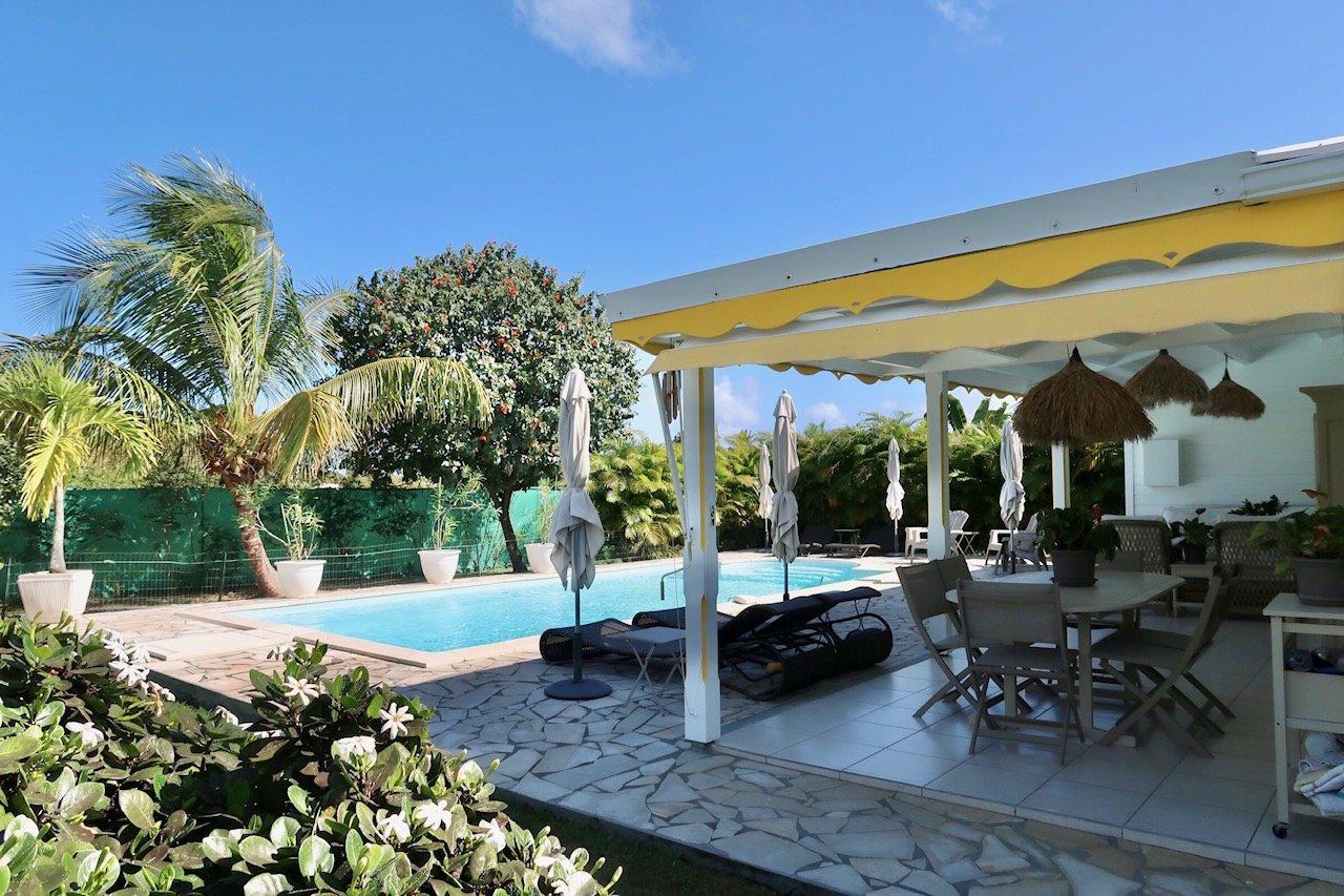 Villa T4 récente piscine et terrain 1200 m2