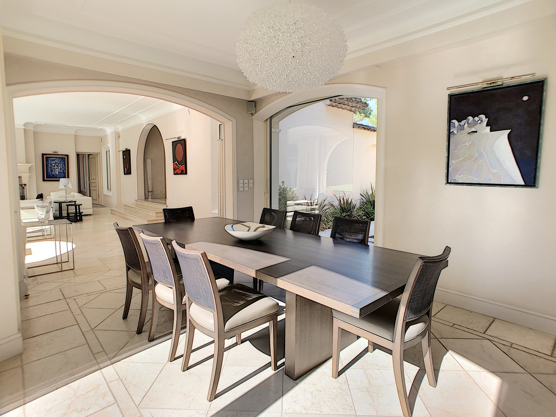 Mougins, Luxury villa of 470sqm in a prestigious domain