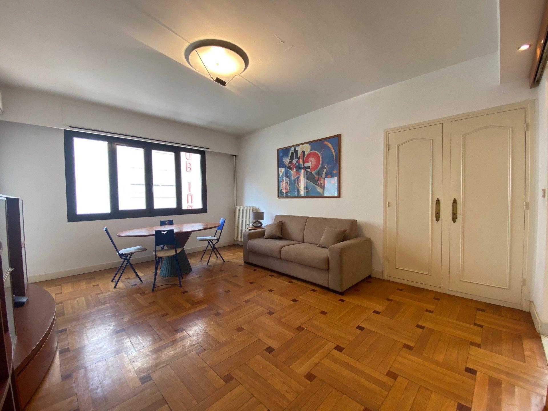 CARRE D'OR, 2 pièces meuble de 47 m² avec balcon et parking privé