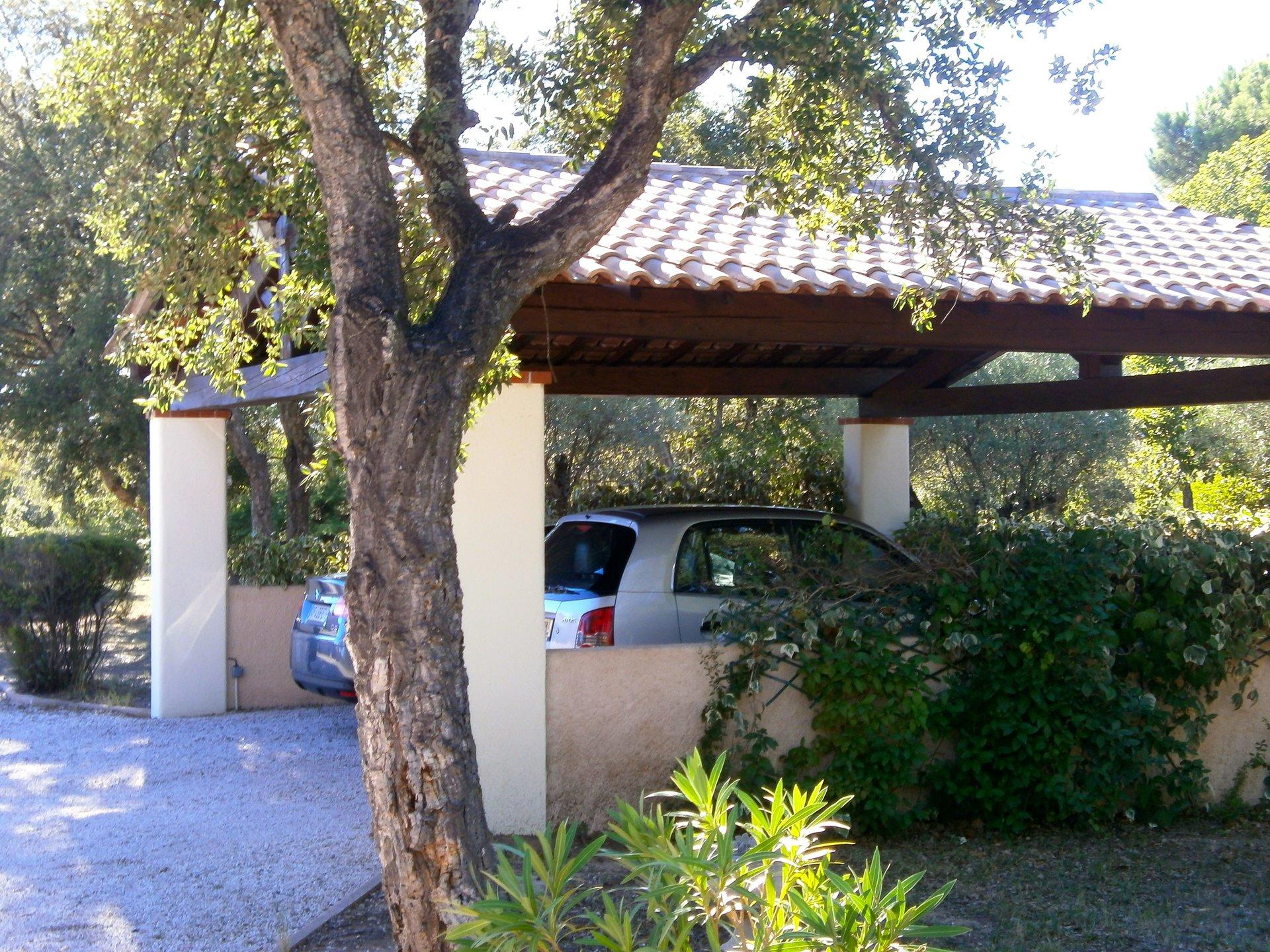 Roquebrune-sur-Argens - Villa (environ 300 m2) sur un double terrain de + 8 500 m2