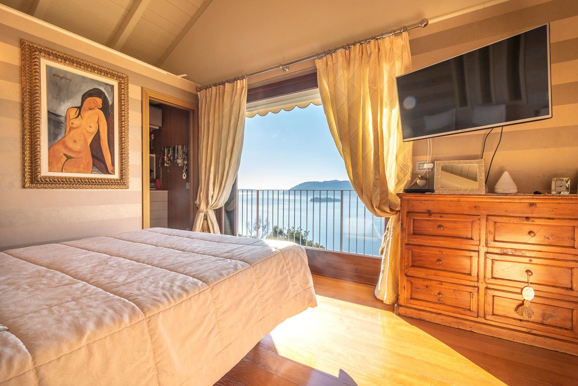 Modern villa with swimming pool for sale in Verbania - lake view bedroom